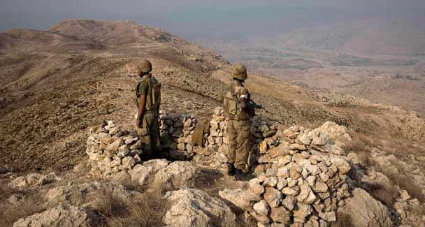 Pakistan uçakları Talibanı vurdu: 30 ölü