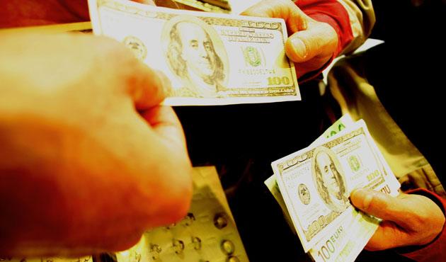 Dolar ve avro haftaya düşüşle başladı