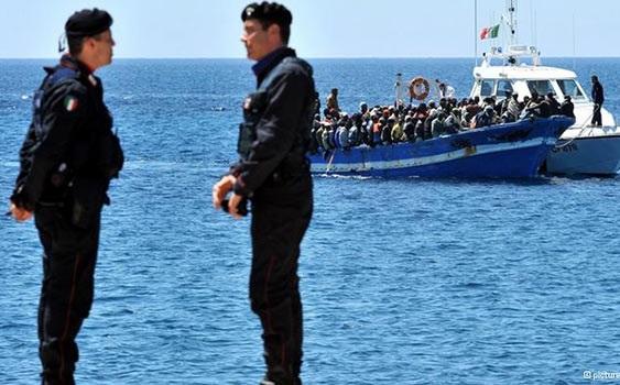 Sicilya açıklarında göçmen botu battı