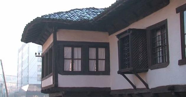 Akif'in baba ocağı hala Osmanlı kokuyor