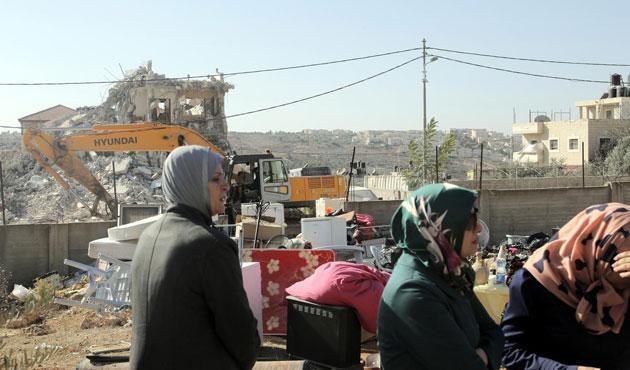 Doğu Kudüs'te Filistinliler evsiz, yeni yerleşimlere onay