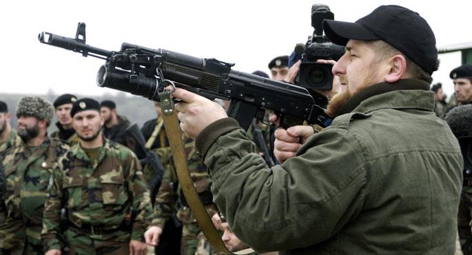 Cami basan Kadirov'dan Mevlid gecesi doğan bebeğe ödül