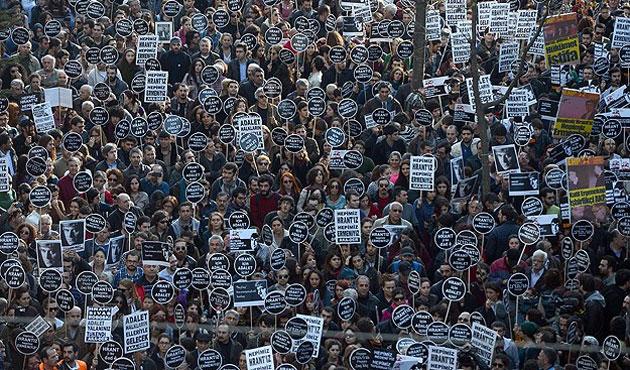 Hrant Dink, Agos'un önünde anıldı