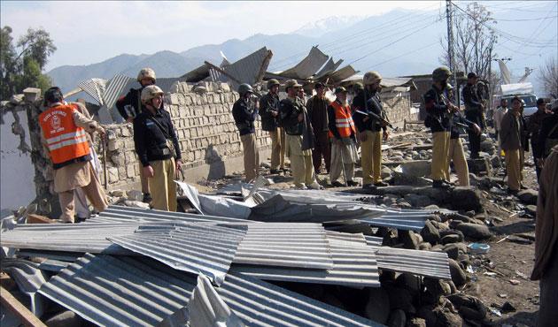 Pakistan'da askeri konvoya bombalı saldırı