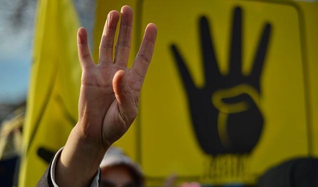 Ürdün'de aracında Rabia işareti olan öğretmene gözaltı