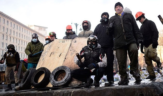 İki ateş arasında Ukrayna