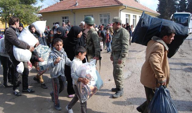 500 Türkmen daha sınırdan içeri girdi