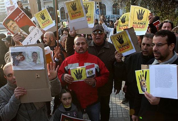 Atina'da darbe karşıtı gösteri