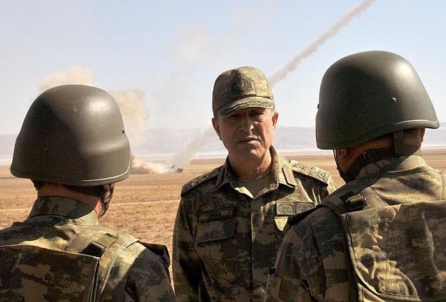 Orgeneral Akar sınırda birlikleri denetledi
