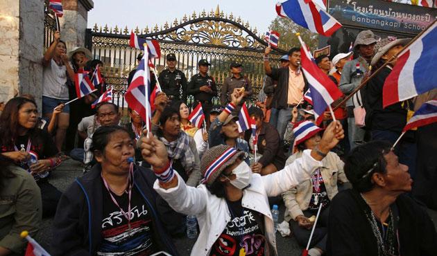 Tayland'da pirinç üreticileri hükümet binasını bastı