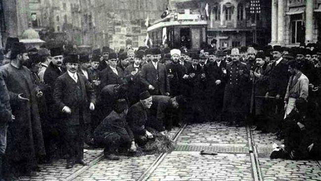 Köprü'de bir açılış töreni