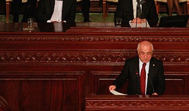 Devrimi anayasayla taçlandıran Tunus'ta kutlamalar