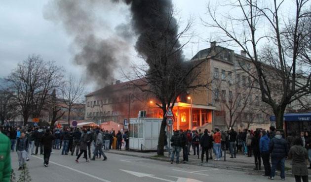 Tuzla Kantonu'nda binalar ateşe verildi-GALERİ