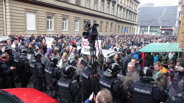 Bosna-Hersek'te gösteriler bugün de devam etti