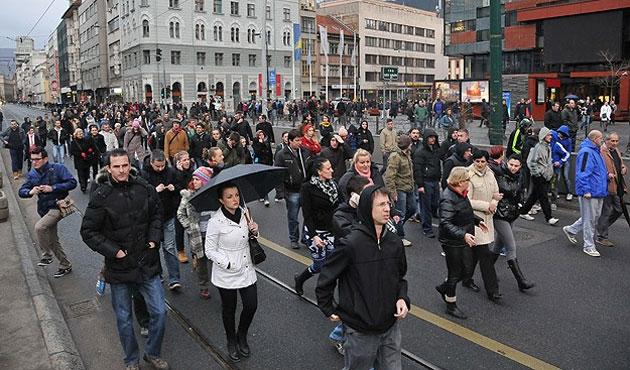 Saraybosna'da cumhurbaşkanlığı önünde eylem