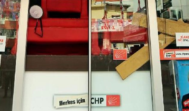 CHP'lilerin parti binasını işgali sürüyor