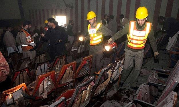 Pakistan'da bombalı saldırı: 11 ölü