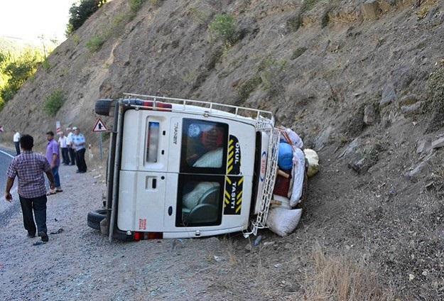 Öğretmenleri taşıyan minibüs kaza yaptı: 12 yaralı
