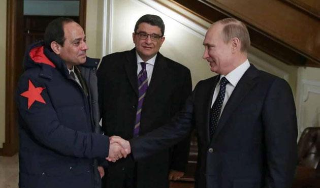 Sisi'den Putin'e Kızıl Yıldız jesti