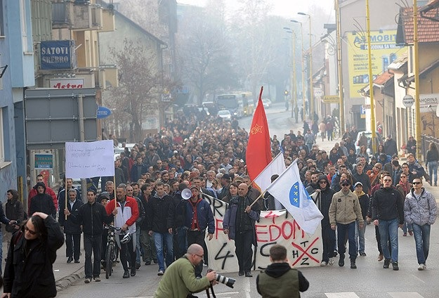 Bosna'da eylemler azaldı ama sürüyor