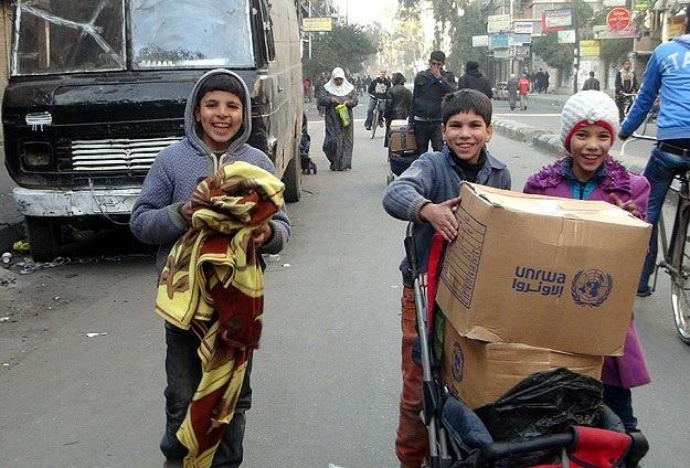 Yermuk'ta Filistinlilere yardım dağıtımı tekrar başladı
