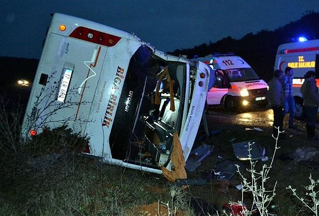 Çanakkale'de trafik kazası: 23 yaralı