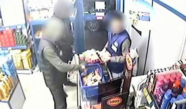 Kasadaki parayı az bulan hırsızlar, markette satış yaptı