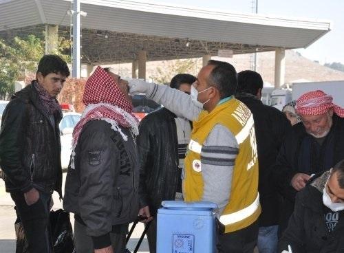 Suriyelilere çocuk felci aşısı