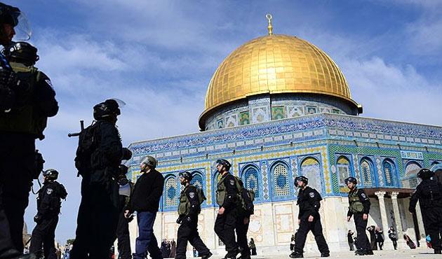 Filistinlilere Mescid-i Aksa'dan uzaklaştırma cezası!