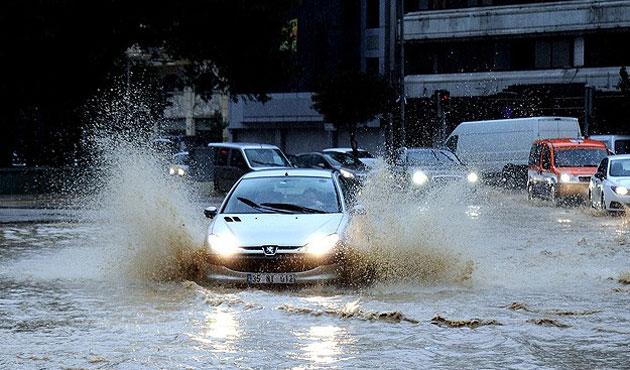 İzmir'de sağanak yağışlar sürecek