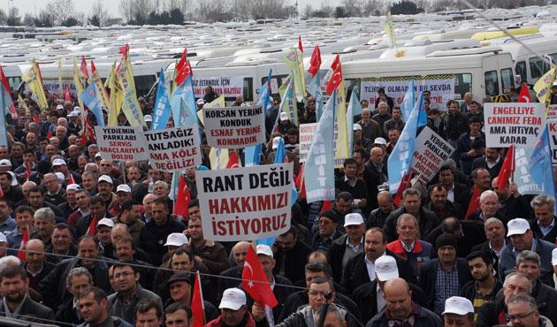 Servisçiler 'plaka tahdidi' için eylem yaptı