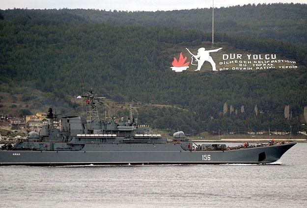 Rus gemileri Çanakkale Boğazı'ndan geçti
