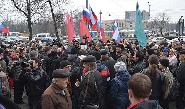 Ukrayna'da hükümet ve Rusya yanlıları gösterilerini sürdürüyor