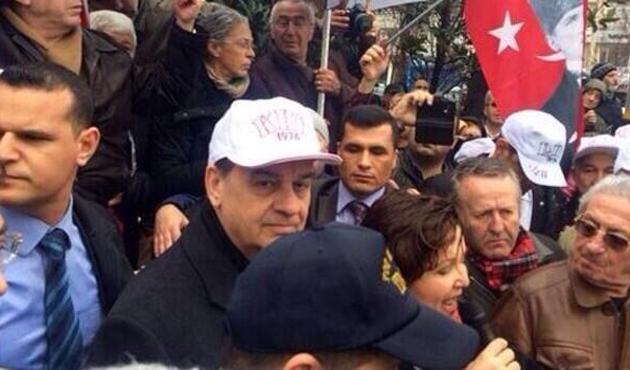 İlker Başbuğ, Beşiktaş'ta eylemde