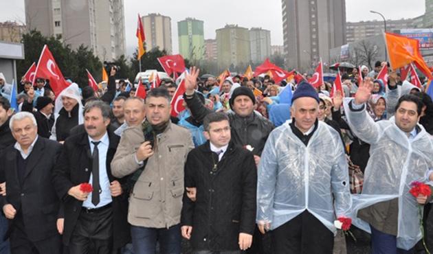Binlerce Ak Partili Ataşehir'de yürüdü