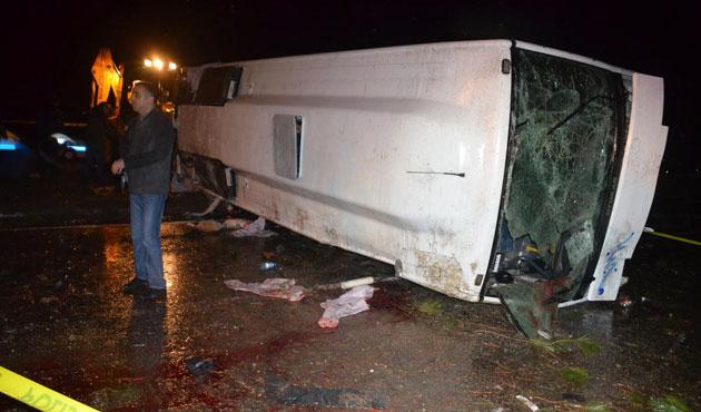 Devrilen otobüste yaralanan bir polis daha öldü