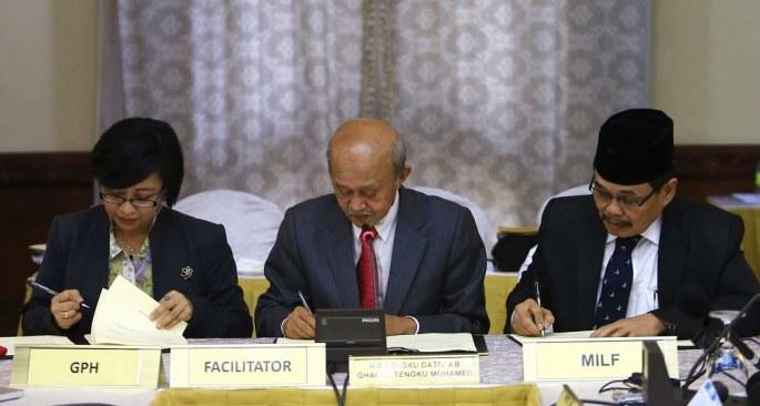 Moro Müslümanları anlaşma karşıtı valiyi uyardı