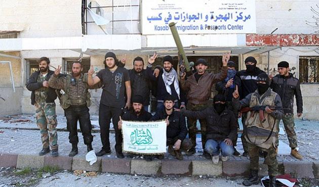 Muhalifler Keseb'de Esad'ın fotoğrafını yıktı