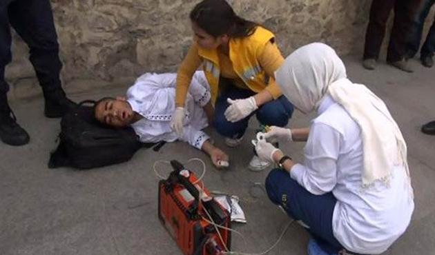 Cellabiye giyen yabancı öğrenciye ırkçı saldırı