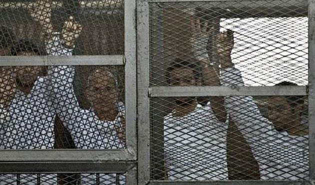 Mısır'da tutuklu gazeteci tedavi edilmeyince kolunu kaybetti
