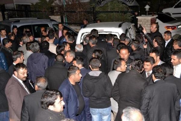 Bitlis'te milletvekiline taşlı sopalı saldırı