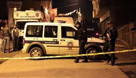 Silahlı çatışmada 3 polis, 2 saldırgan yaralandı