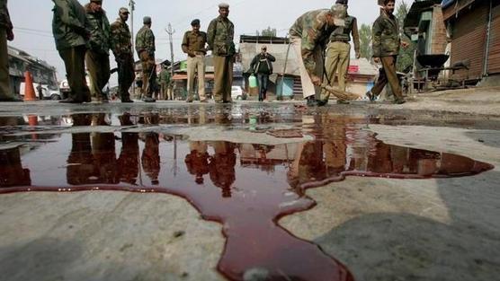 Hindistan ordusu Keşmirlileri tehdit ediyor