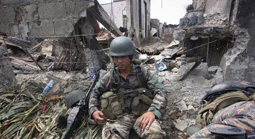 Filipinler'in güneyinde çatışma: 17 yaralı