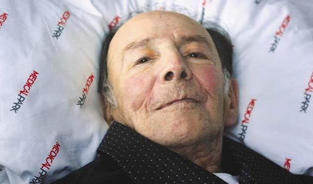 Hasta yatağındaki Münir Özkul maddi zorluklar yaşıyor
