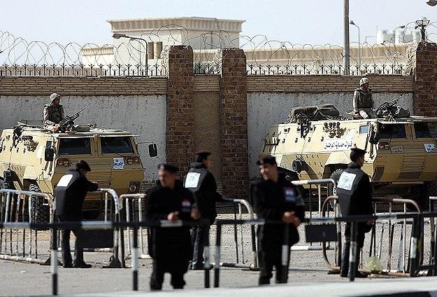 Mursi'nin yargılandığı davanın duruşması ertelendi