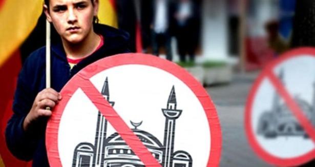 Paris'te aşırı sağcı belediyeden cami projesine engel