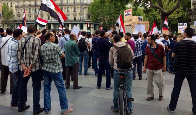 Mısır'da gösteri yapan liseliler gözaltında