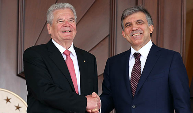 Gauck 'Twitter' deyince Gül Nazi cinayetlerini hatırlattı