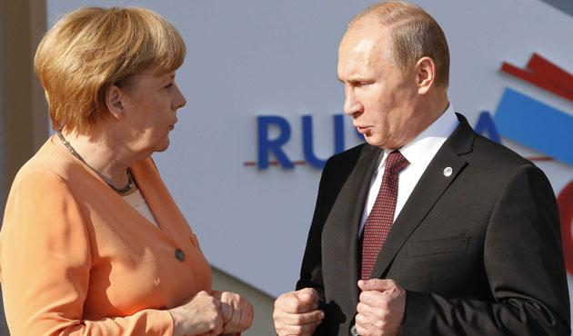 Merkel, Putin ile Ukrayna'yı görüştü